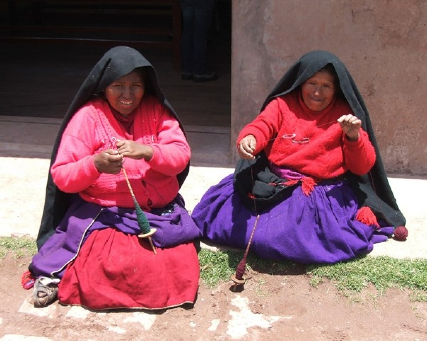 Ladies spinning wool on Taquile Island